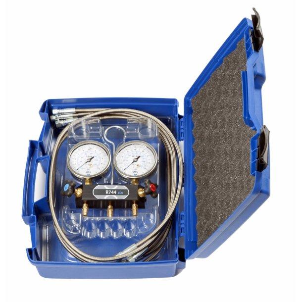 2-vejs analog manifold til R744, m. væskefyldte manometre og HT-slangesæt